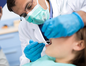 Patient receiving oral cancer screening